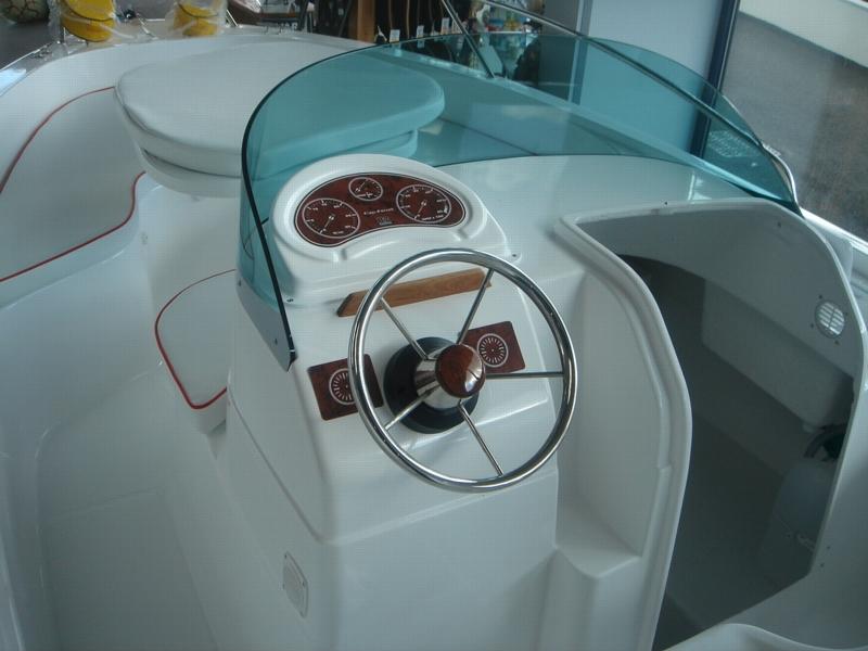 b2 marine cap ferret 550 open sun deck   bateau moteur